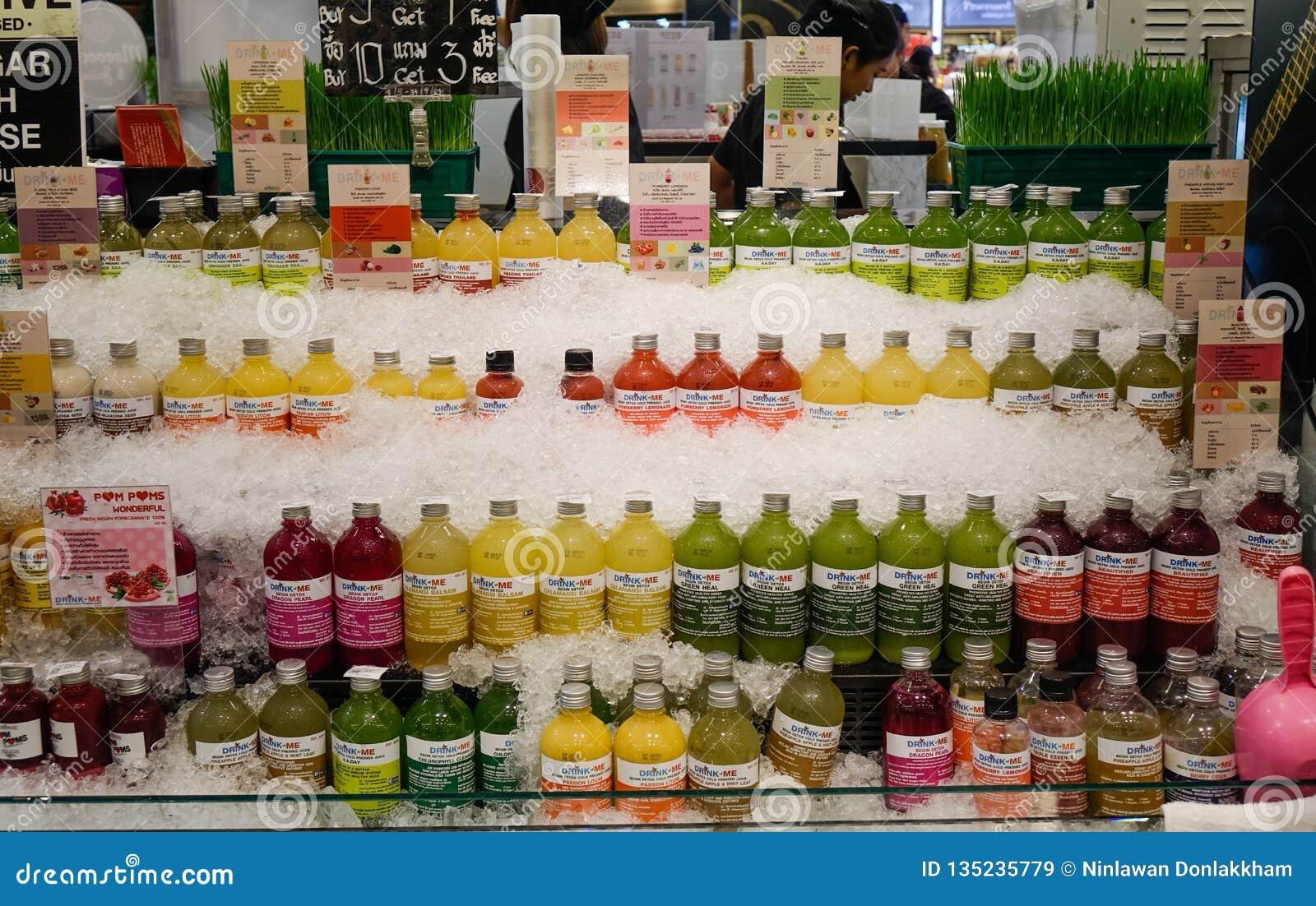 Vers vruchtensap bij supermarkt