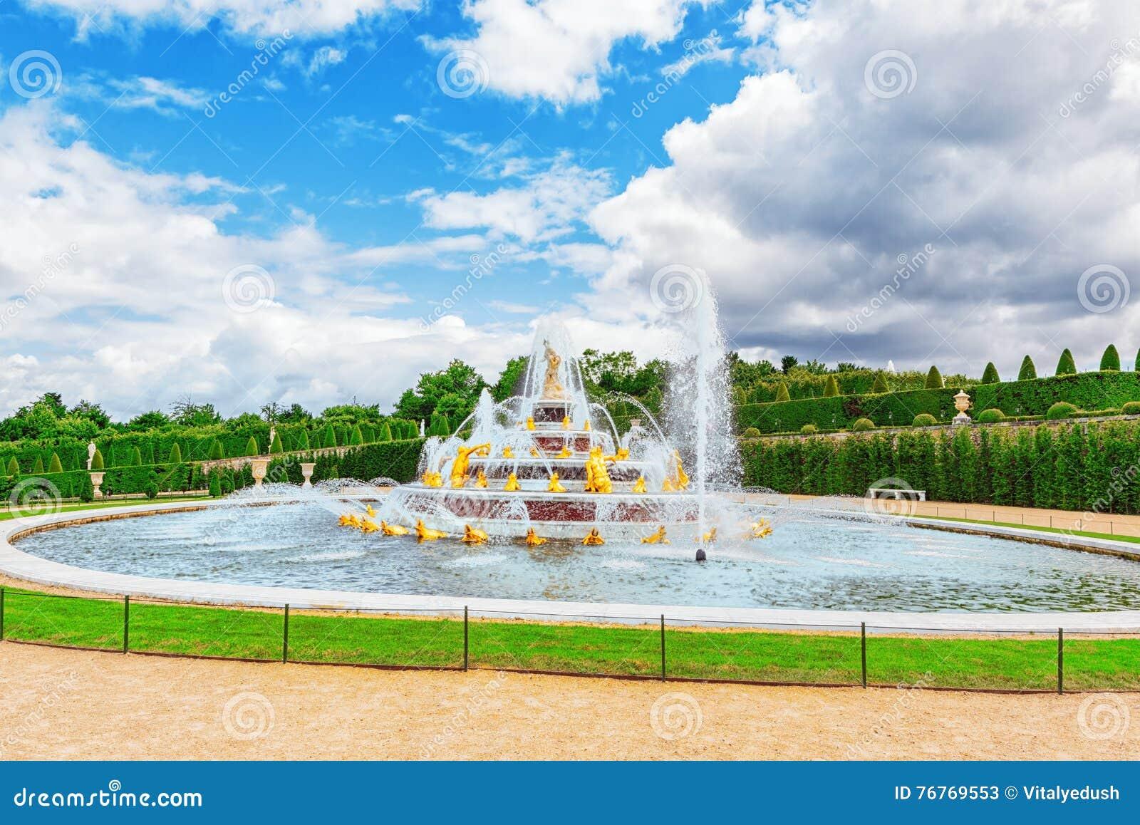 Versailles france 2 juillet 2016 piscine de fontaine for Piscine versailles