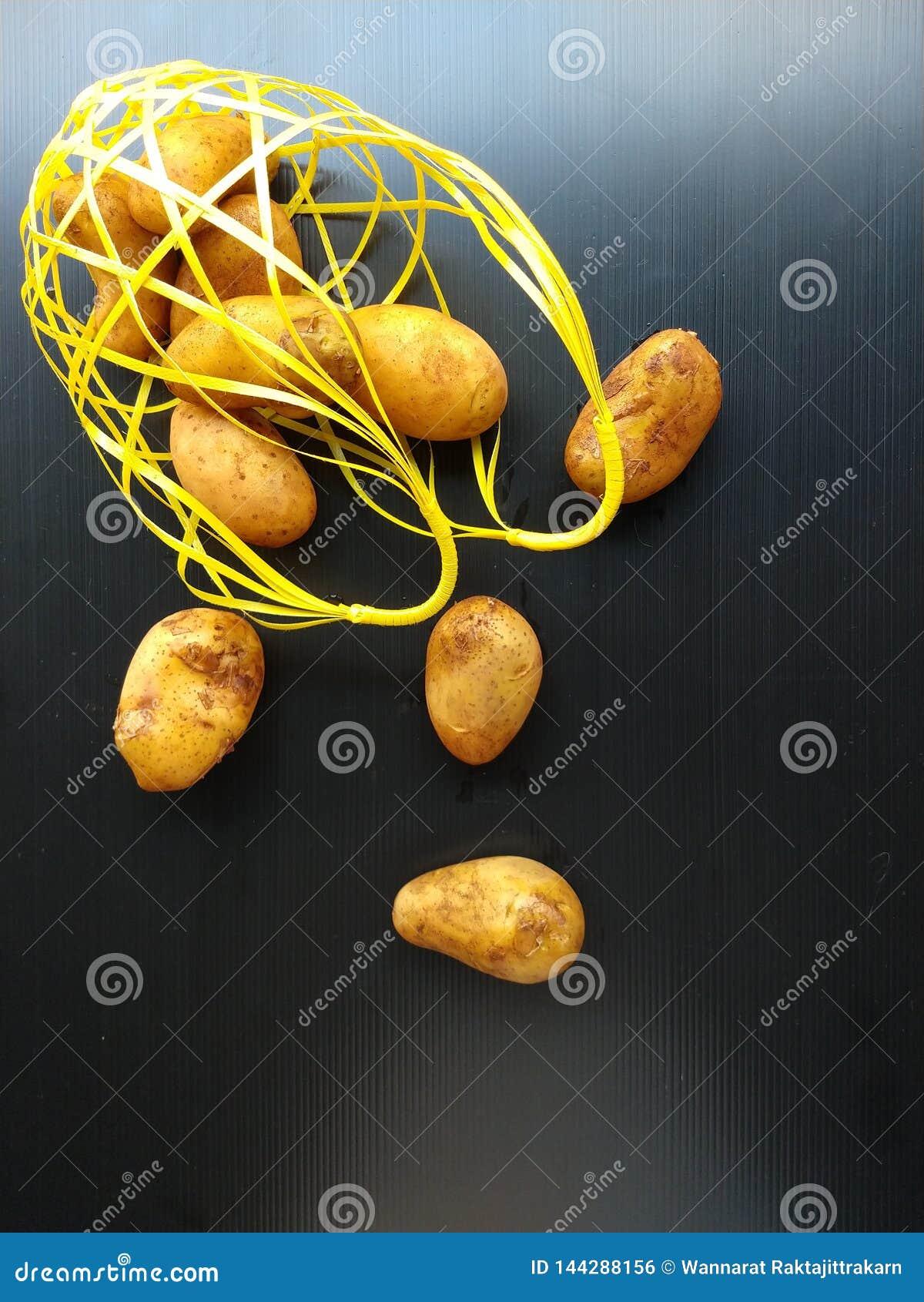 Verschütteter Kartoffelkorb