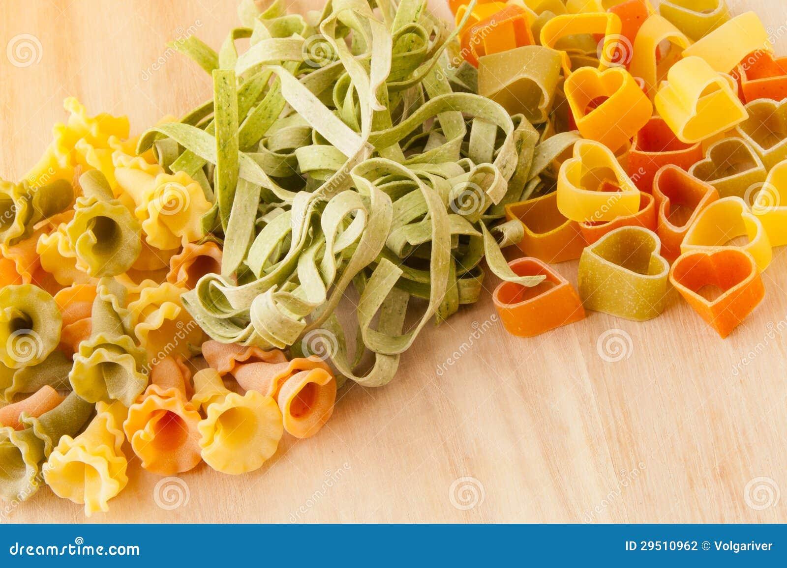 Verscheidenheid van types en vormen van Italiaanse deegwaren.