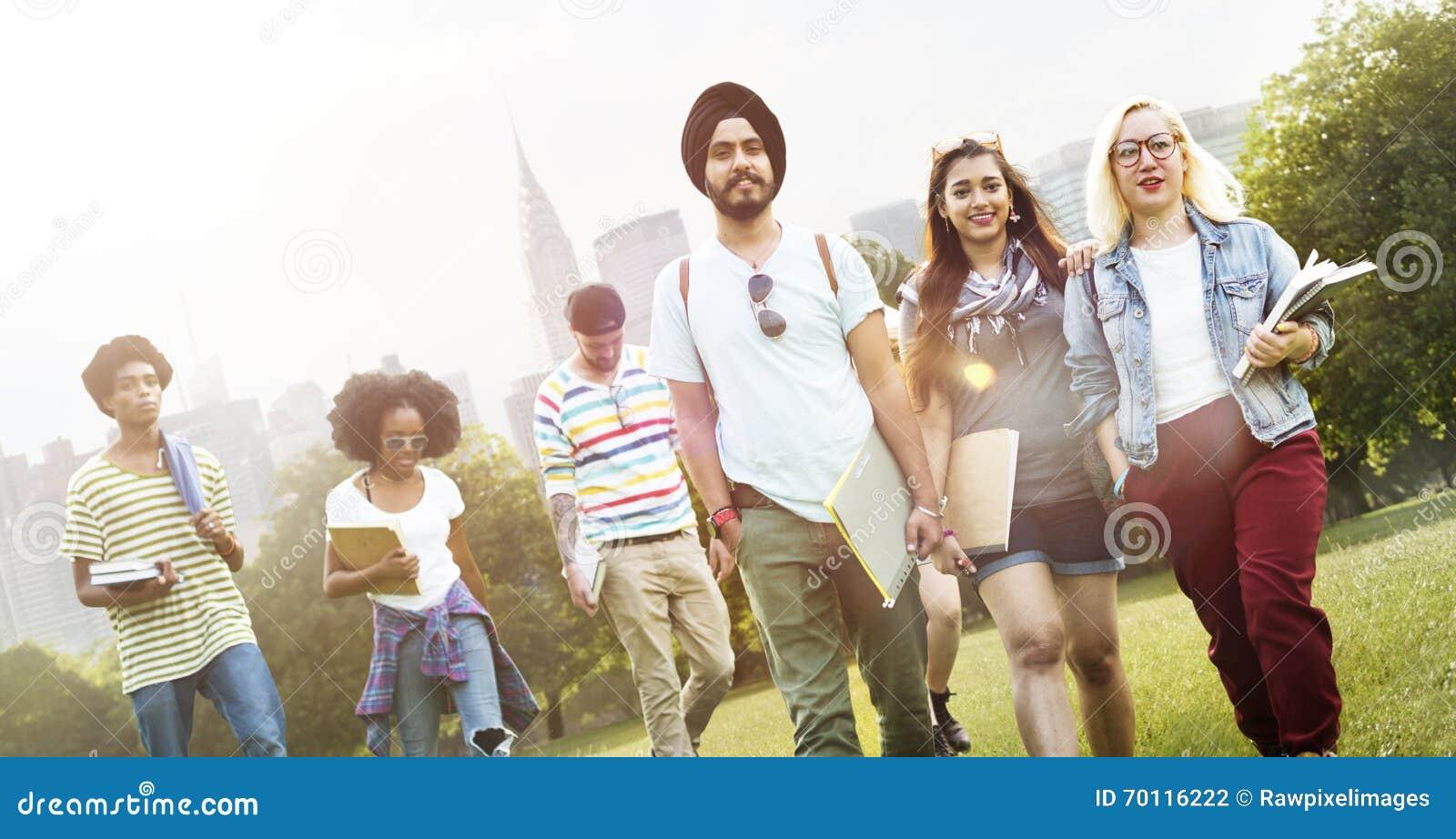 Verschiedenartigkeits-Jugendlich-Freund-Freundschaft Team Concept