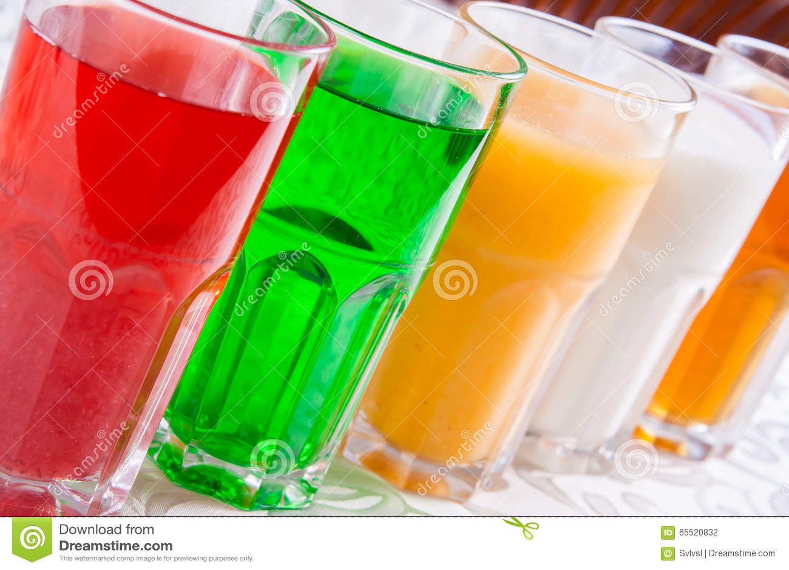 Verschiedene Alkoholfreie Getränke In Einem Glas Stockfoto - Bild ...