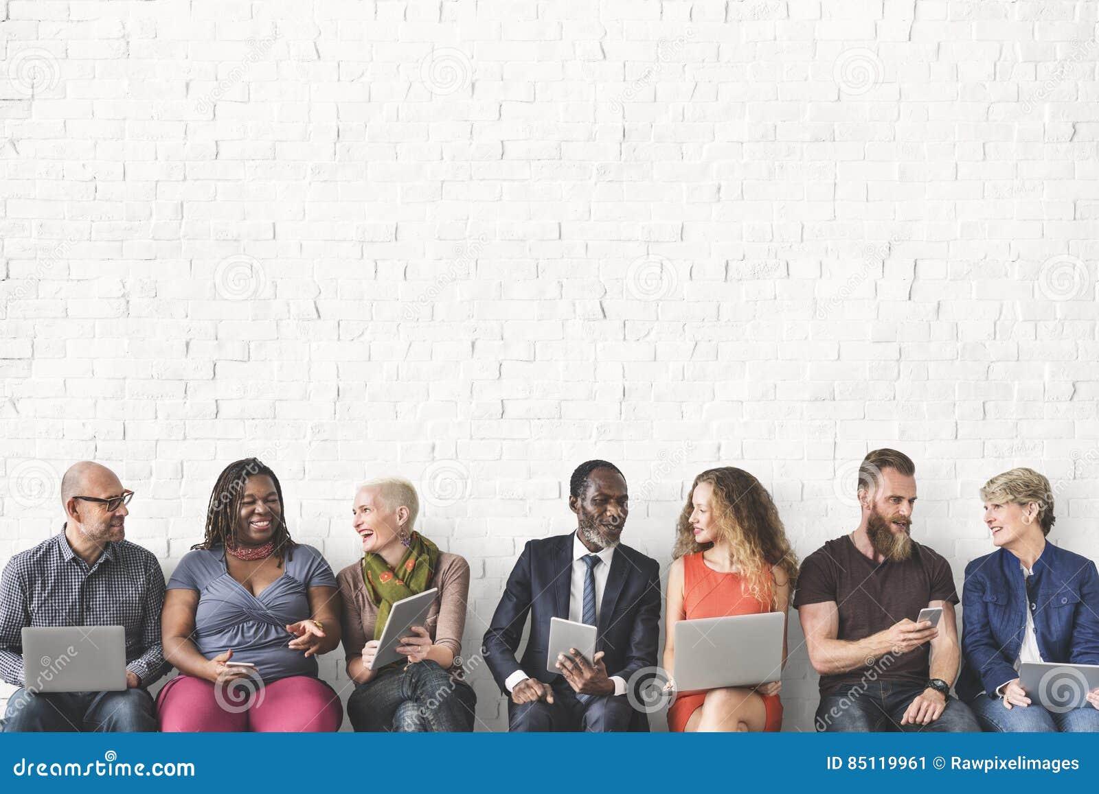 Verschiedene Gruppe von Personenen-Gemeinschaftszusammengehörigkeits-Technologie Sittin