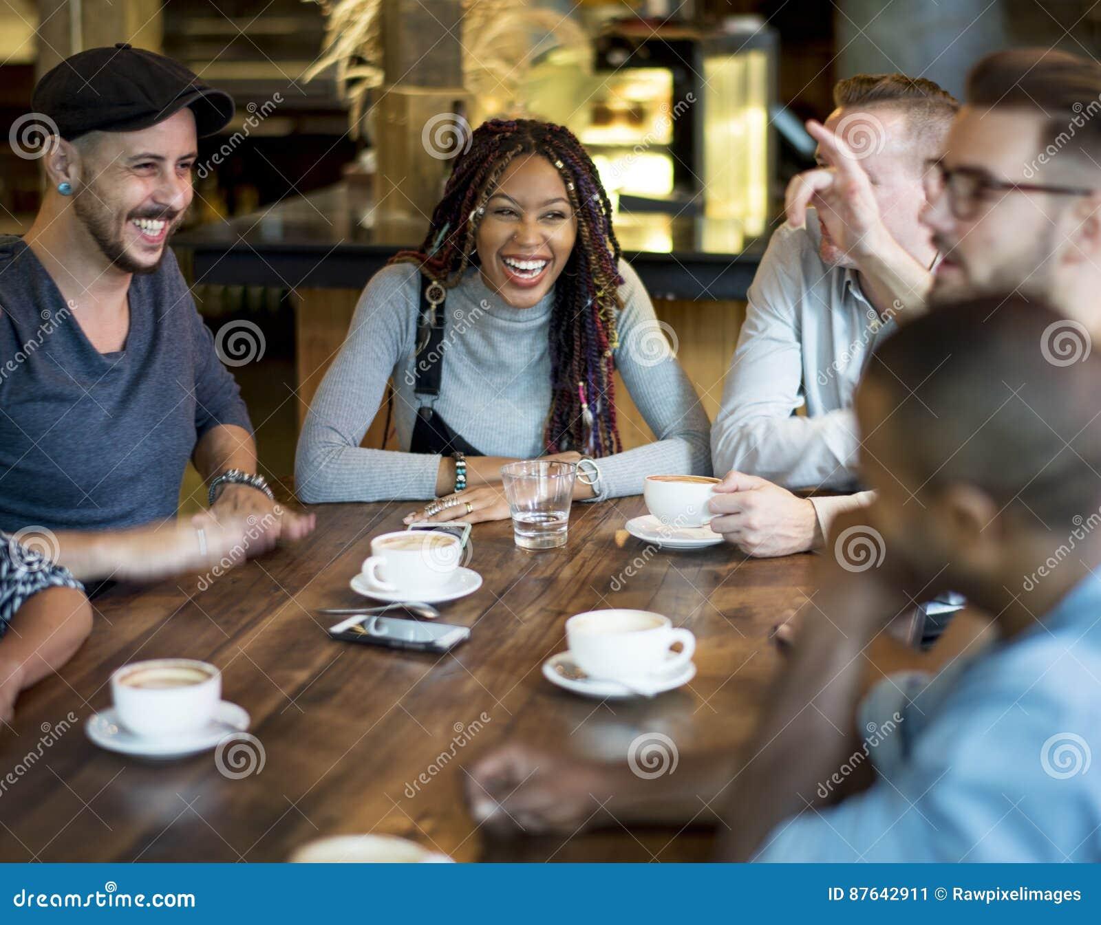 Verschiedene Leute Hang Out Coffee Cafe Friendship