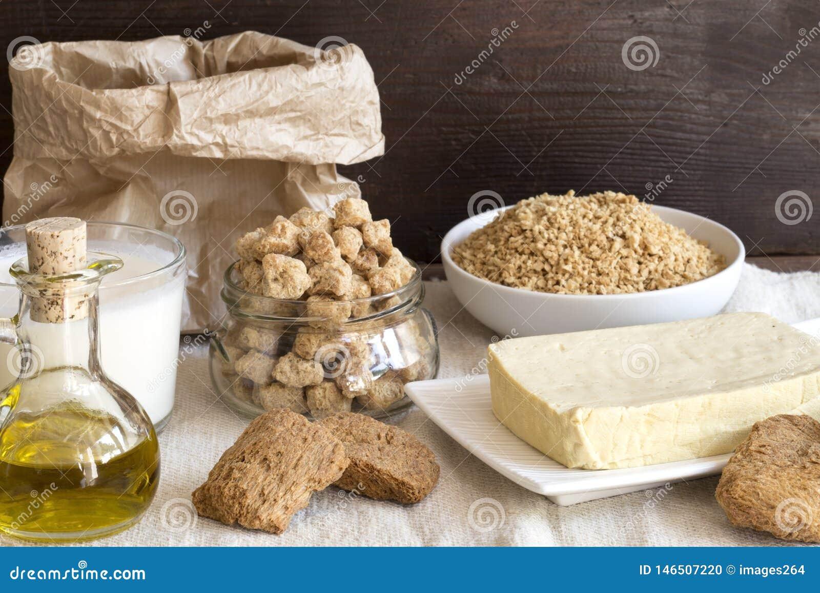 Verschiedene Sojabohnenölprodukte auf Leinen