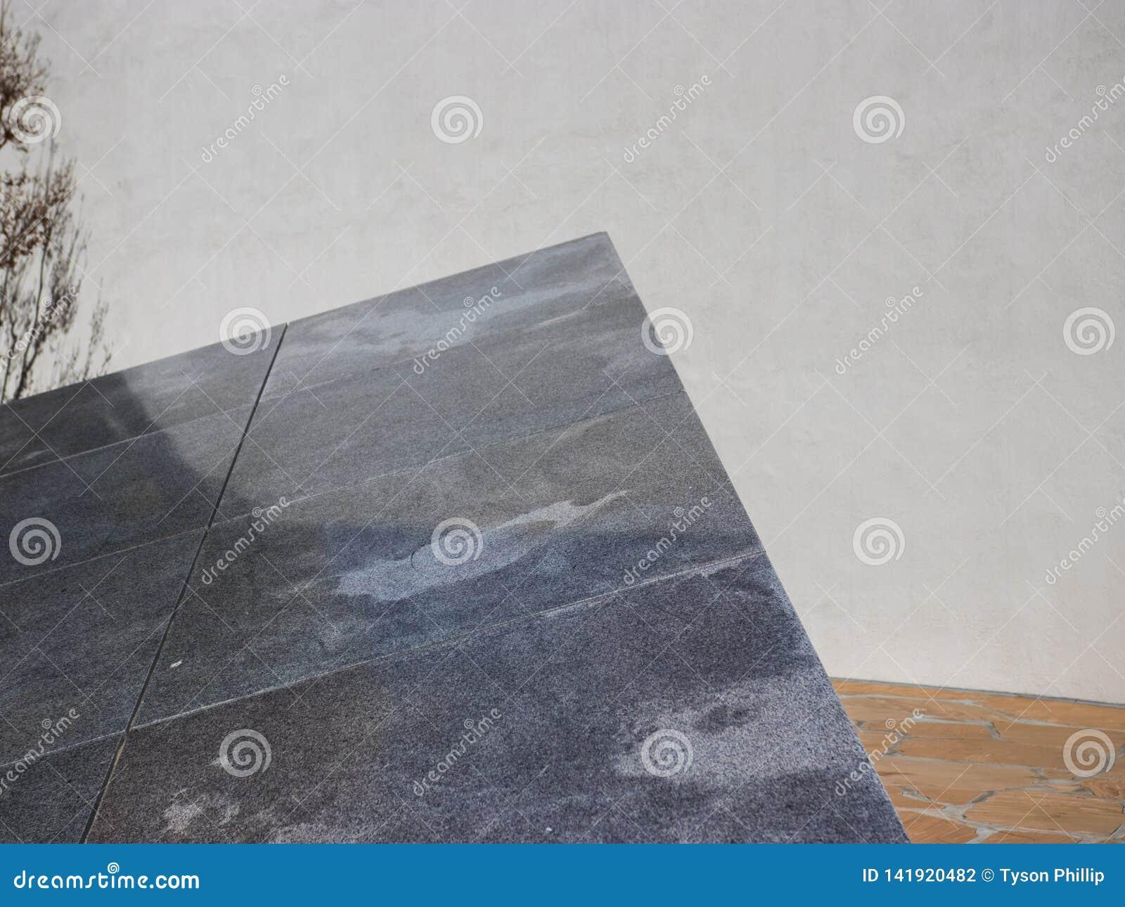 Verschiedene Steinbeschaffenheiten im Dreieck