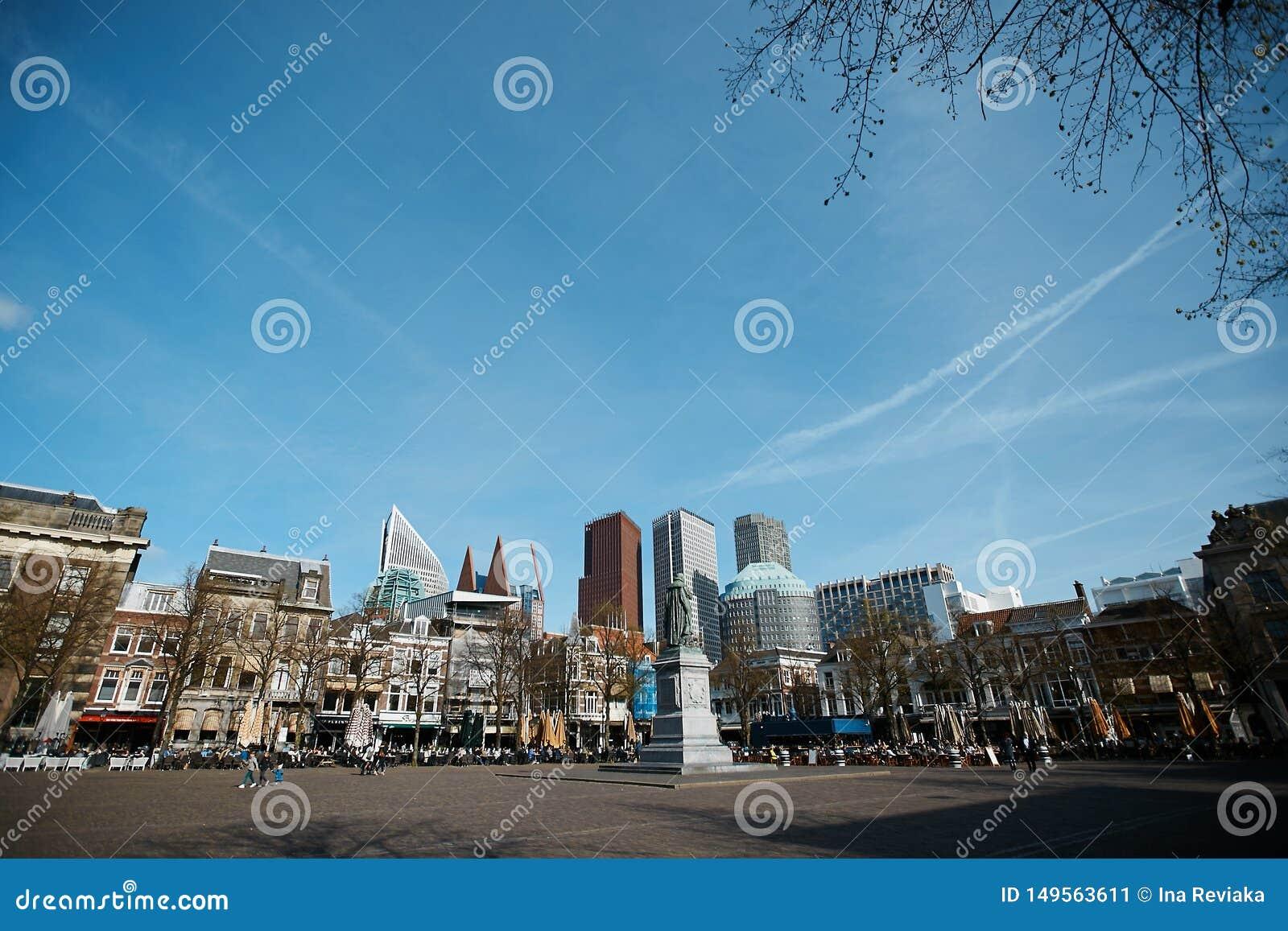 Verschiedenes Büro und historische Gebäude in Den Haag, die die Niederlande Wolkenkratzer, moderne Architektur