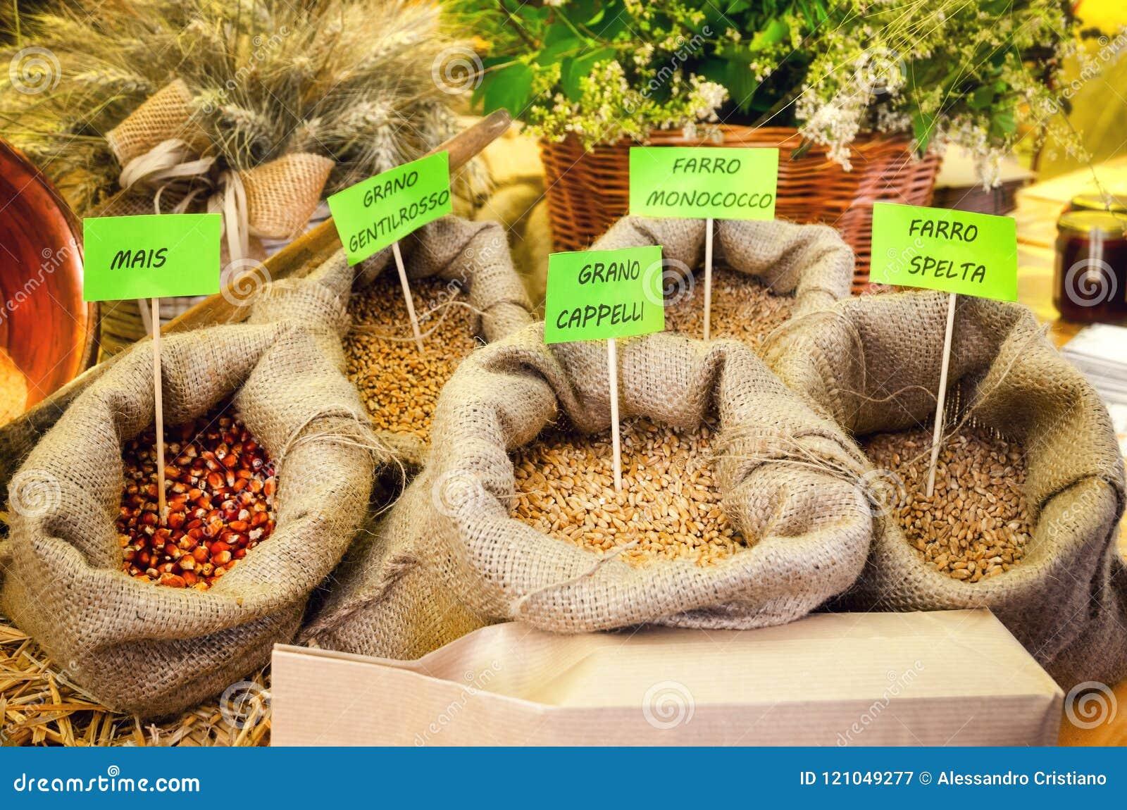 Verschillende graangewassen bij de marktkraam