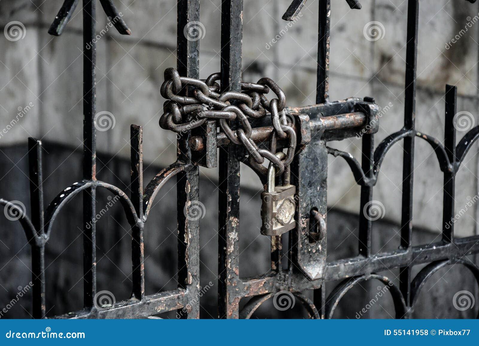 Verschlossene tür  Verschlossene Tür Stockfoto - Bild: 55141958
