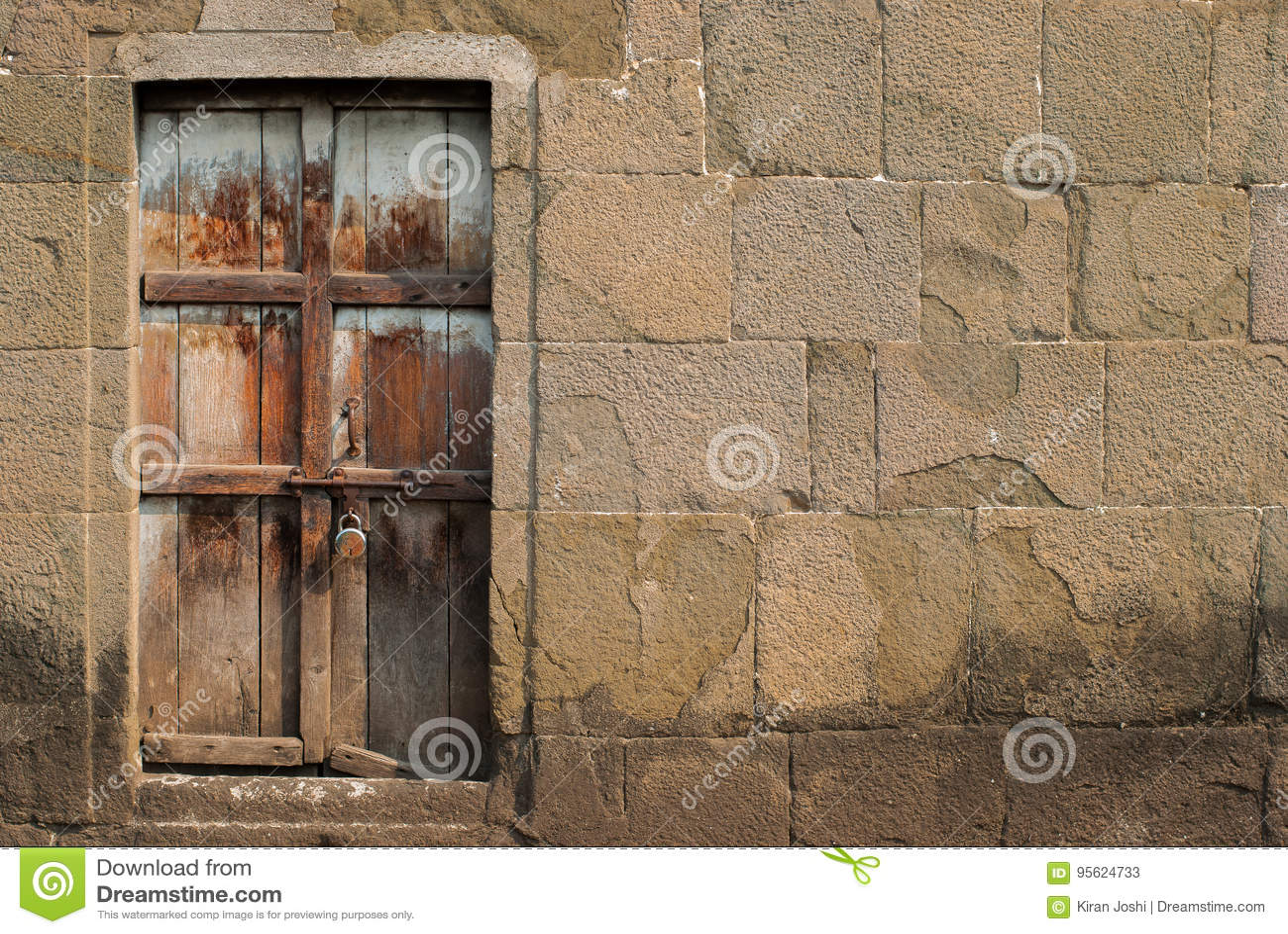 Verschlossene tür  Verschlossene Tür Stockfoto - Bild: 95624733