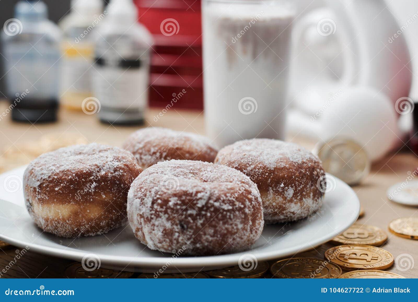 Download Verse En Smakelijke Doughnuts Stock Foto - Afbeelding bestaande uit voedsel, diner: 104627722