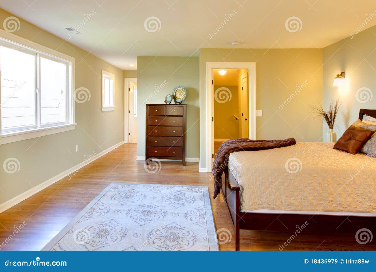 Verse Groene Slaapkamer Met Modern Bruin Bed Stock Afbeelding ...
