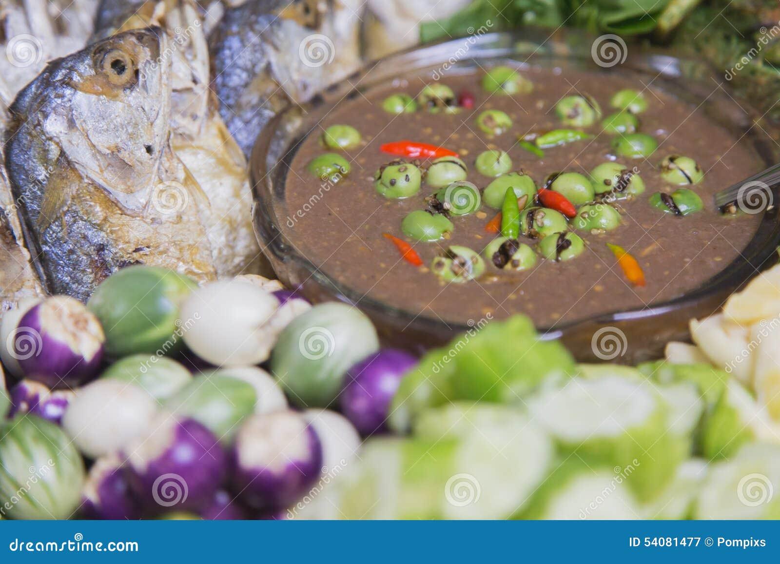 Verse groente met Geroosterde of gebraden makreel