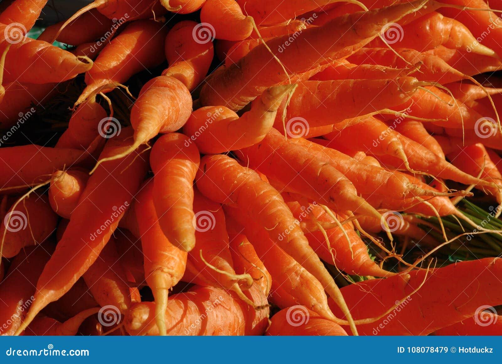 Verse groente, wortel, in de markt
