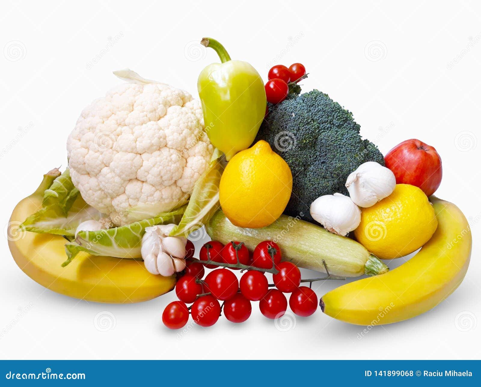 Verse groenten en vruchten op witte achtergrond