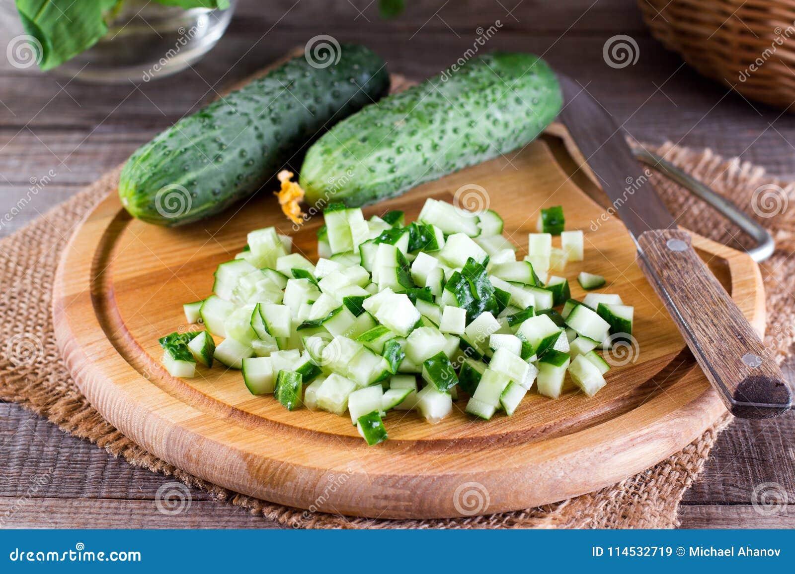 Verse komkommerkubussen