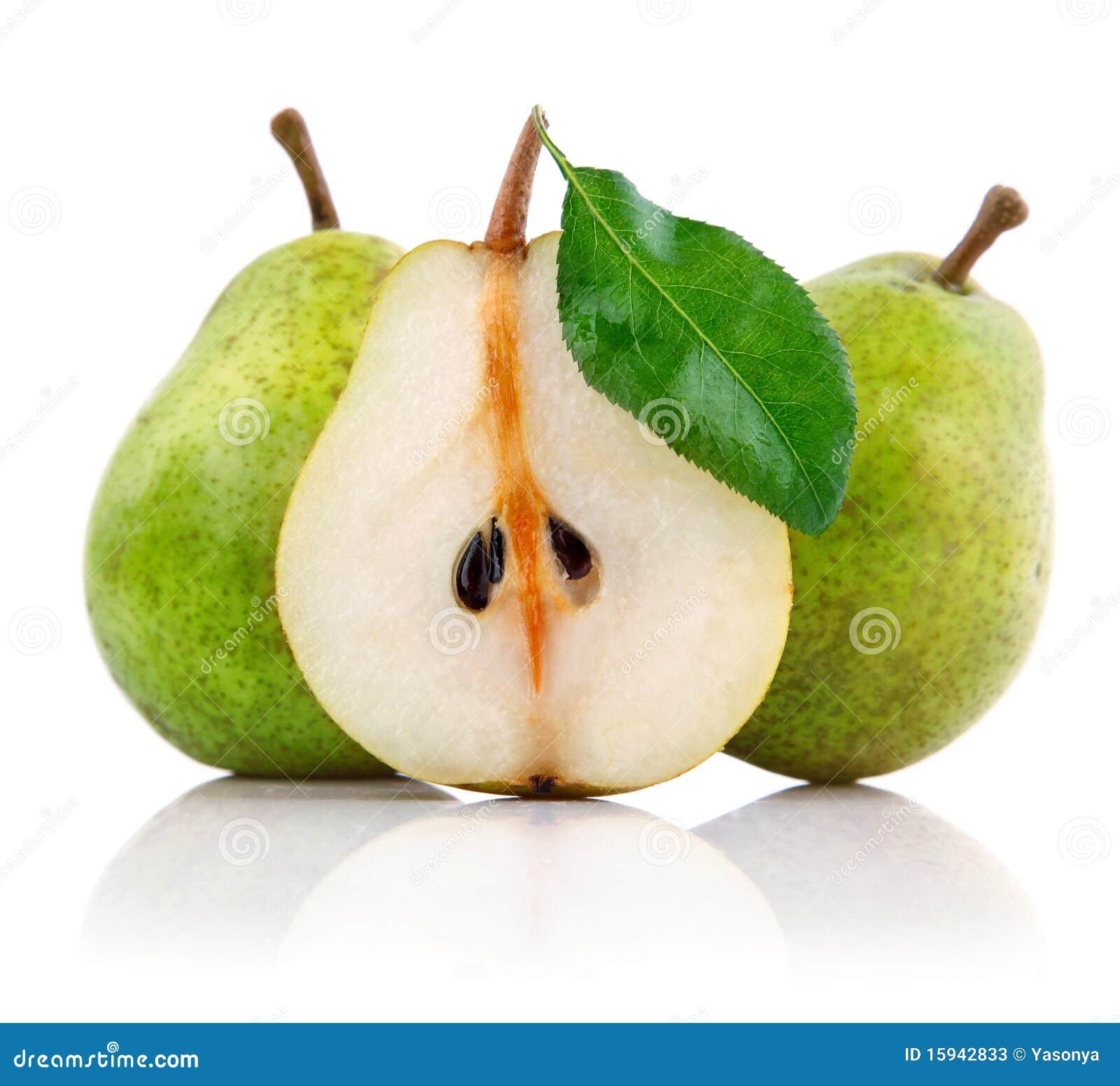 Verse perenvruchten met besnoeiing en groene bladeren