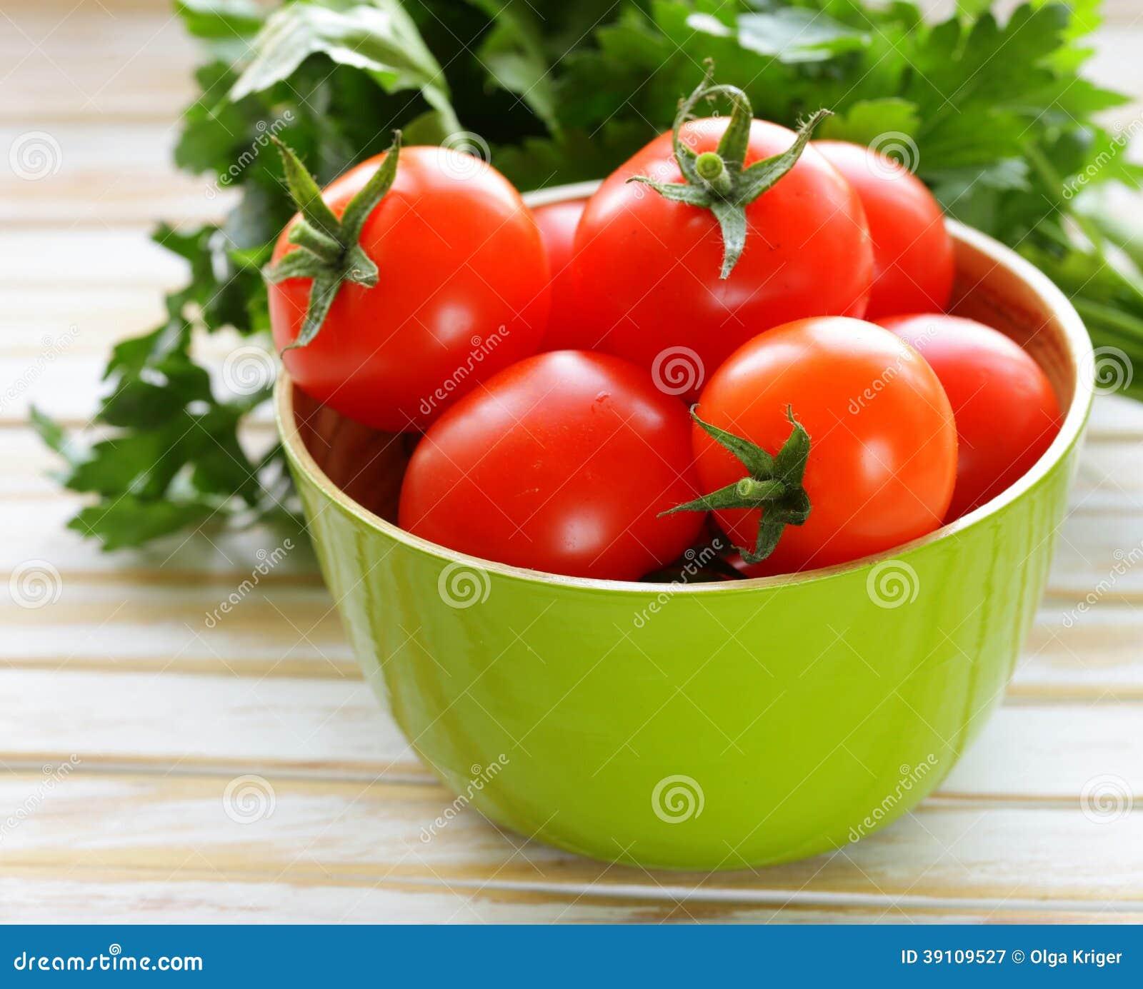 Verse rijpe organische tomaten