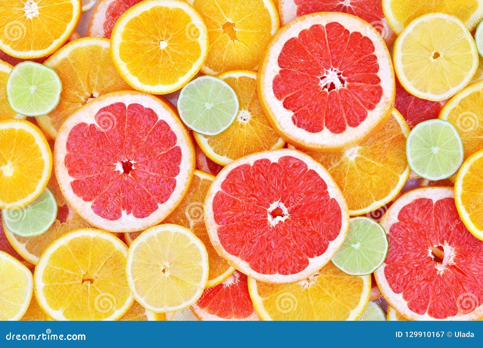 Verse rijpe zoete citrusvruchten kleurrijke achtergrond: sinaasappel, grapefruit, kalk, citroen