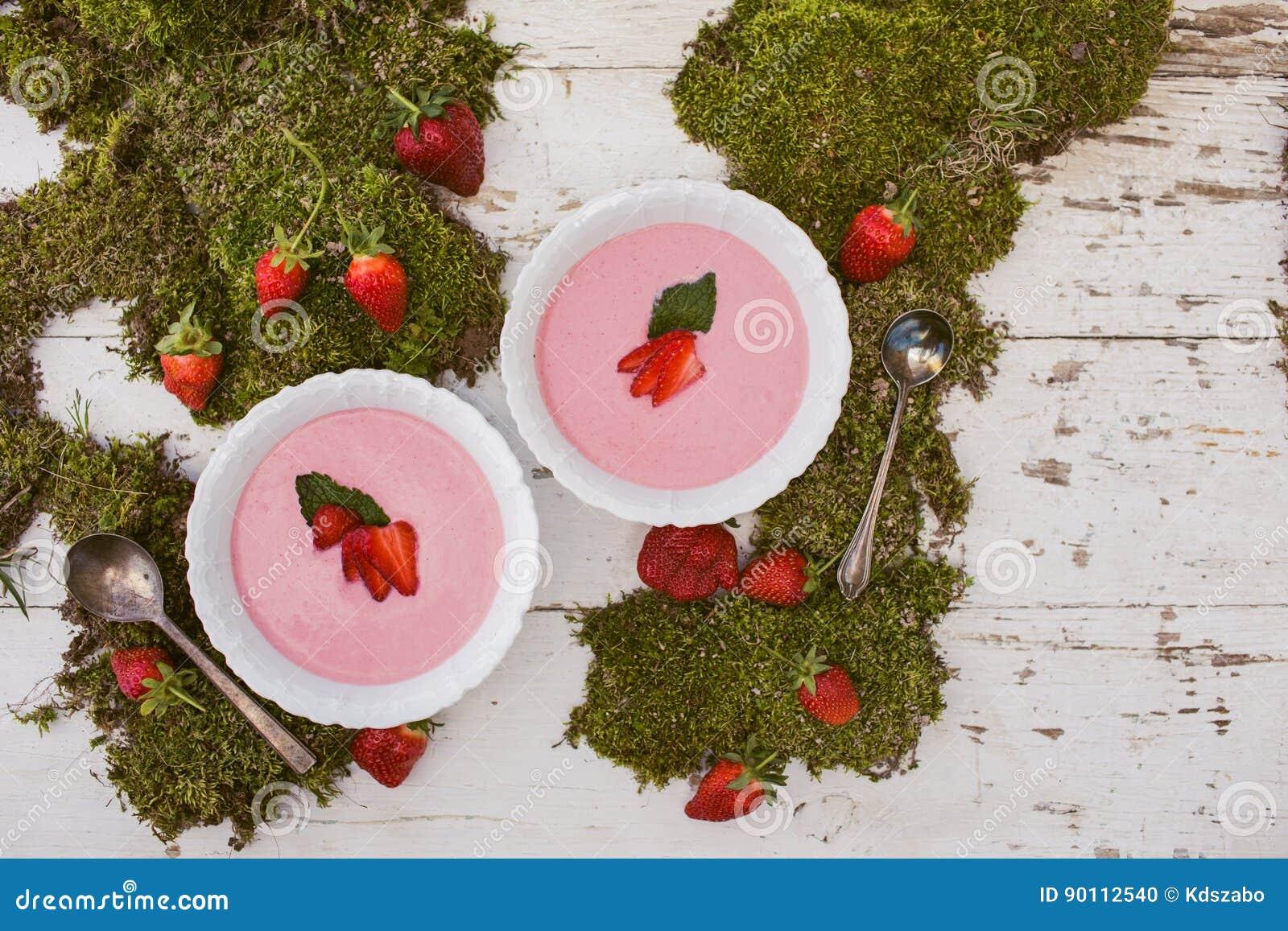 Verse Roze Aardbeisoep