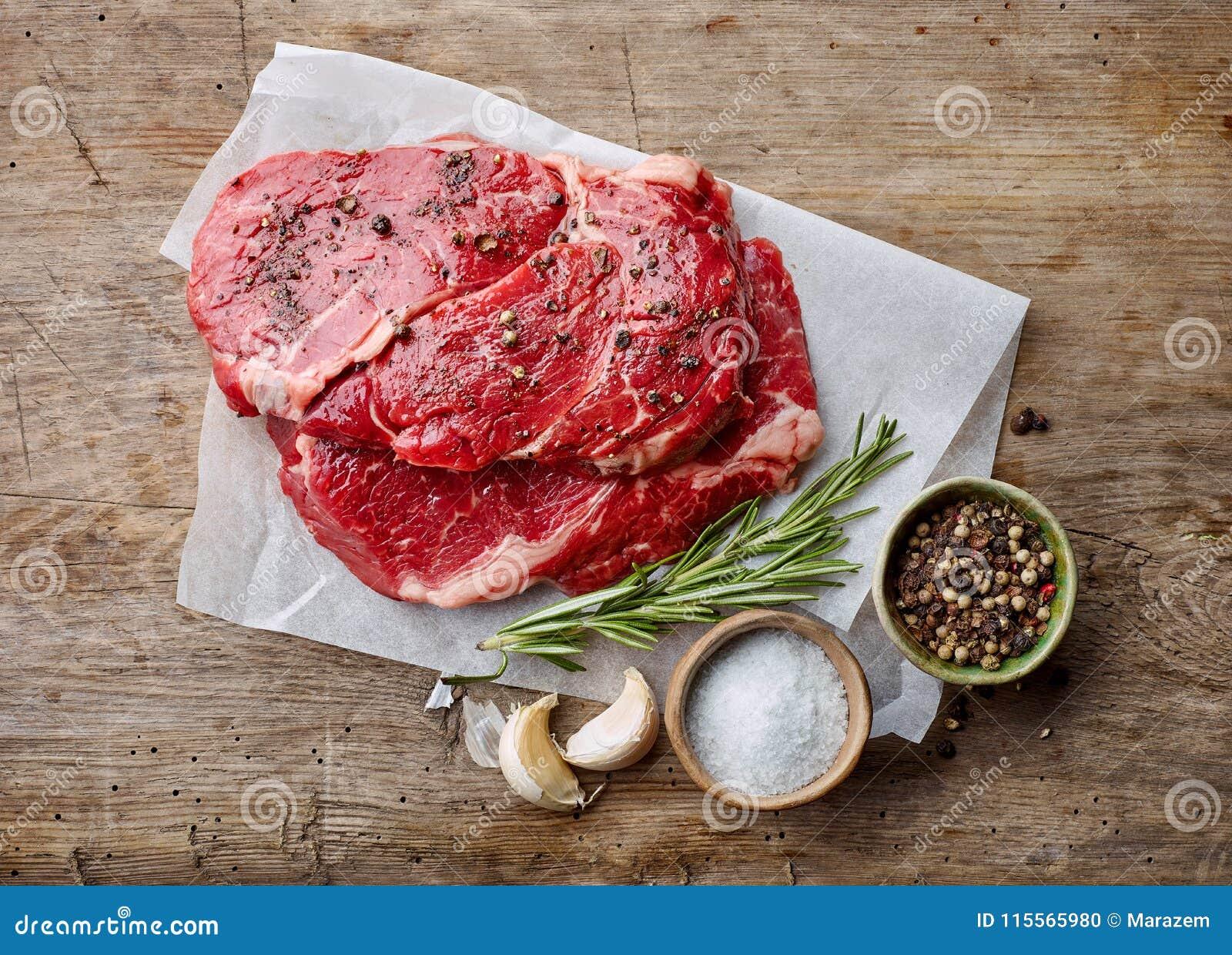 Verse ruwe rundvleeslapjes vlees