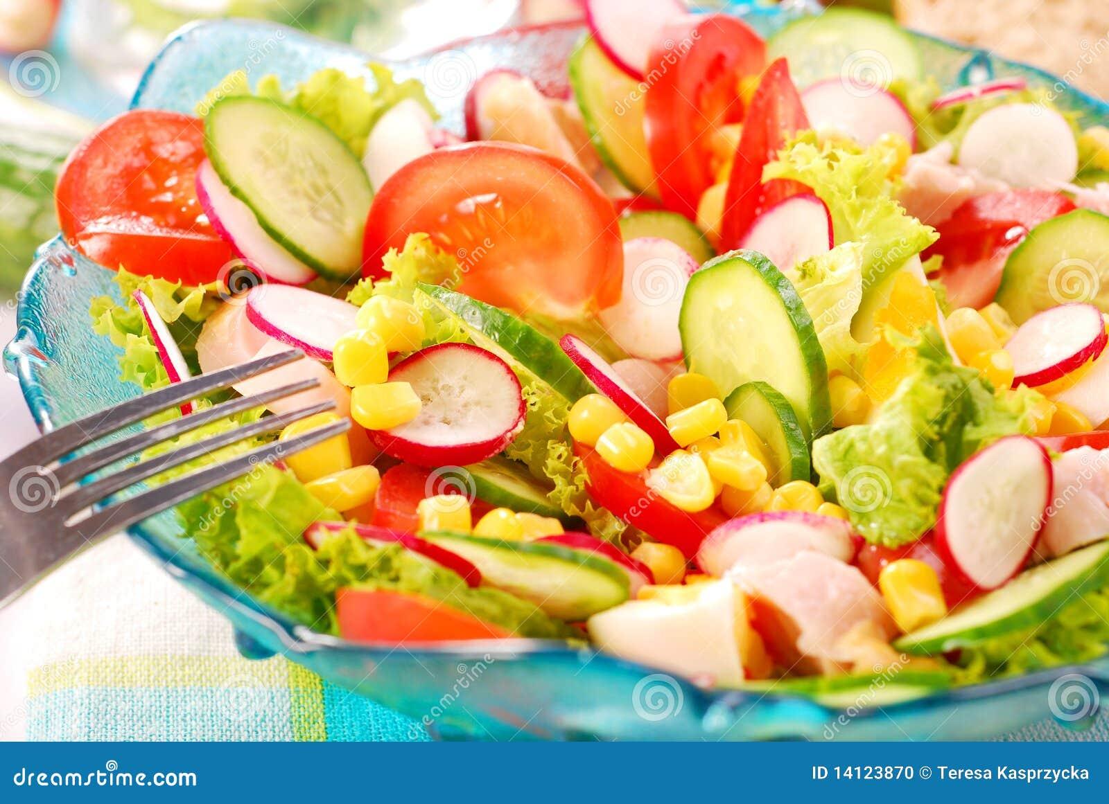 Verse salade met gerookte kip stock foto afbeelding for Vers des salades