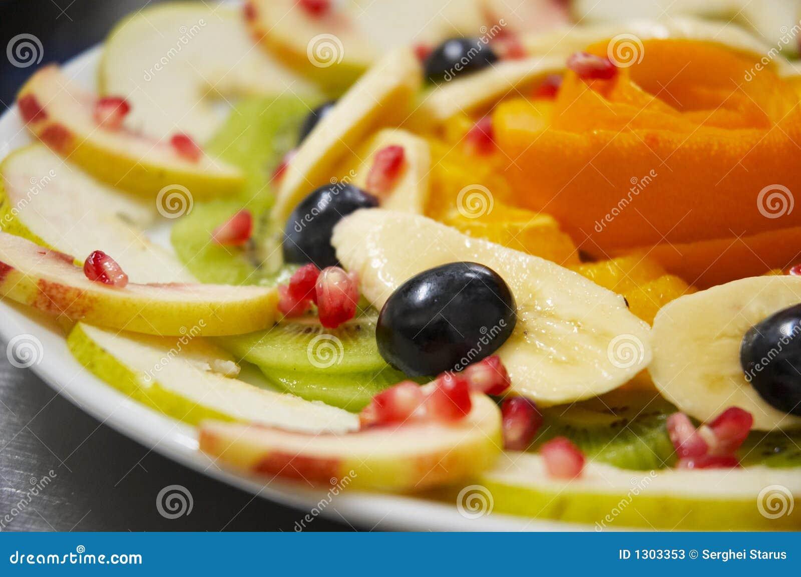 Verse sappige fruitsalade op een plaat stock afbeelding afbeelding 1303353 - Ontwerp voorgerecht ...