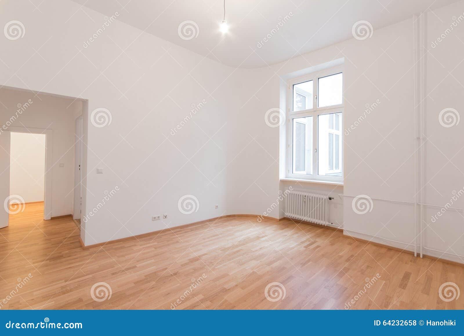 Wit Eiken Vloer : Verse vernieuwde ruimte met houten eiken vloer witte muren en