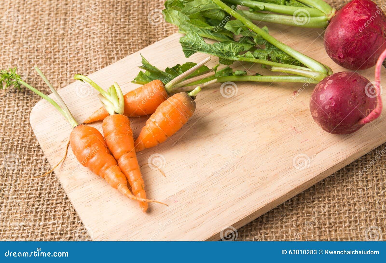 Verse wortel en rode radijs
