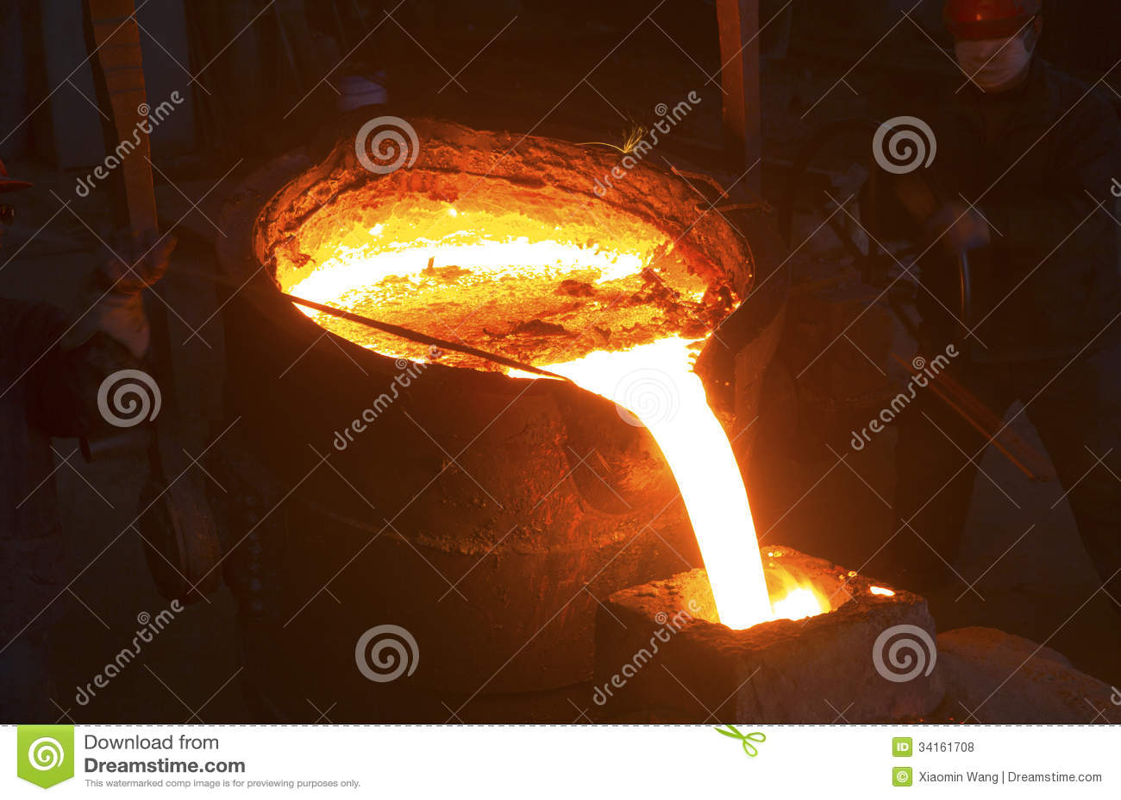 Versement du métal liquide