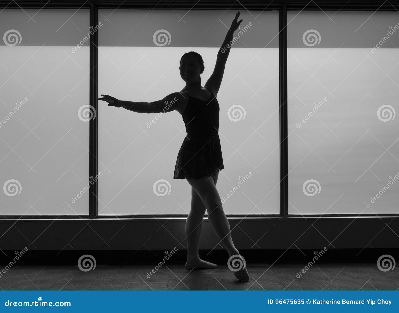 Versión Blanco Y Negro Del Bailarín De Ballet Silhouette En Un Marco ...