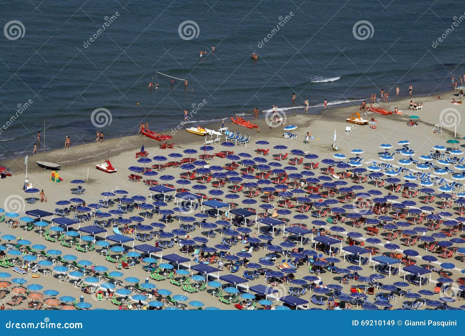 Versilia viareggio italy editorial stock image image of sand 69210149 - Bagno milano viareggio ...