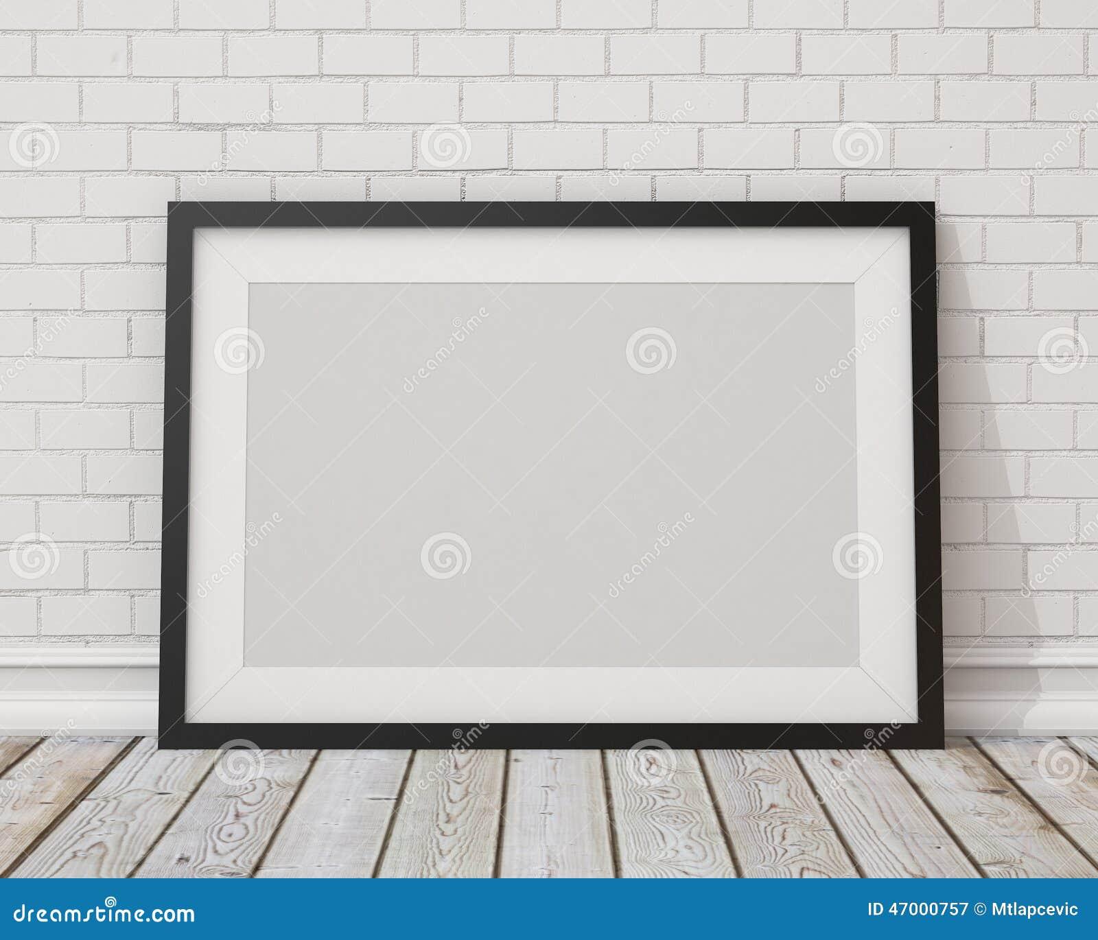Verspotten Sie herauf leeren schwarzen horizontalen Bilderrahmen auf der weißen Betonmauer und dem Weinleseboden