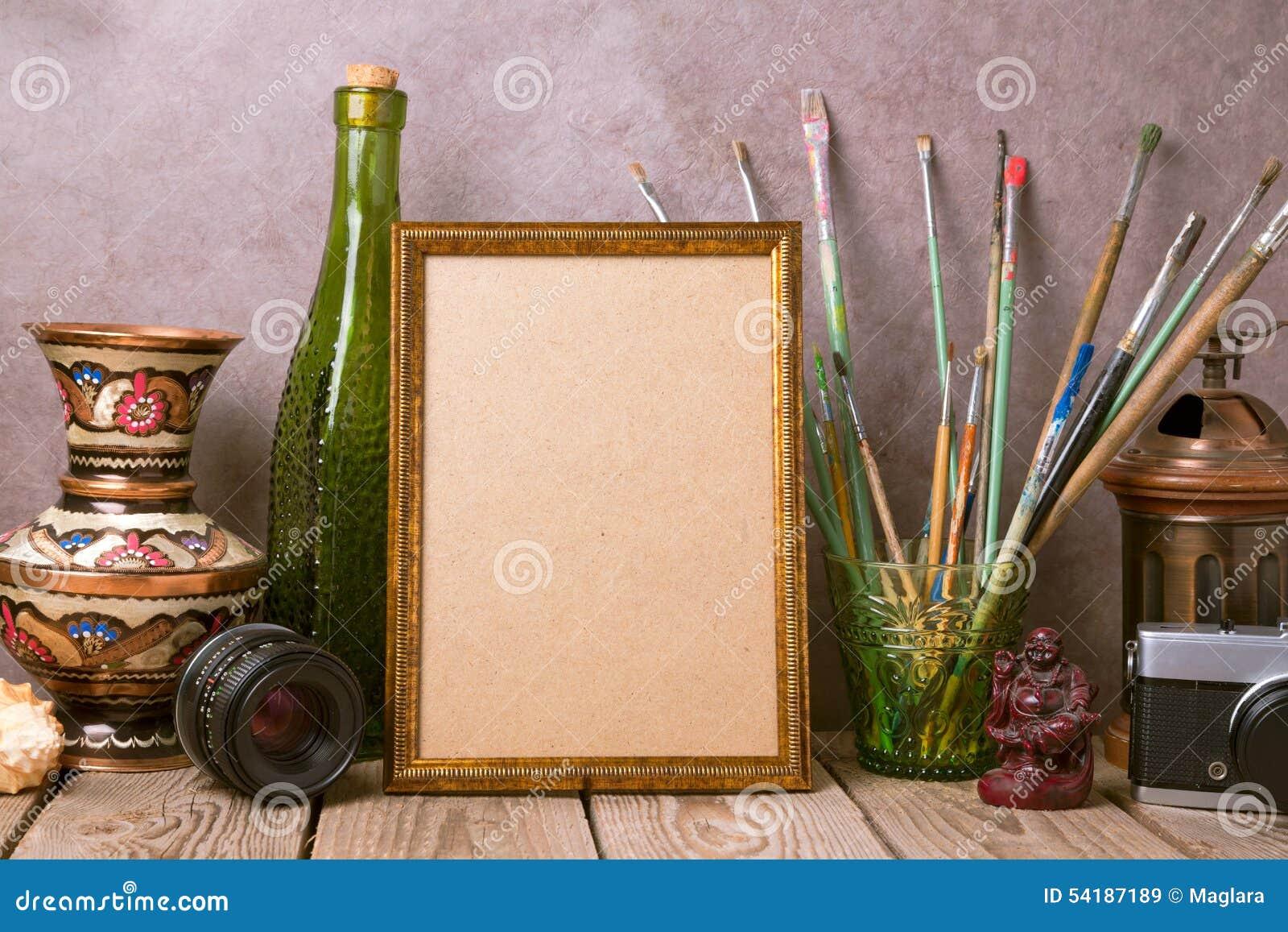 Verspotten Sie Herauf Plakatrahmen Mit Künstlerischen Gegenständen ...