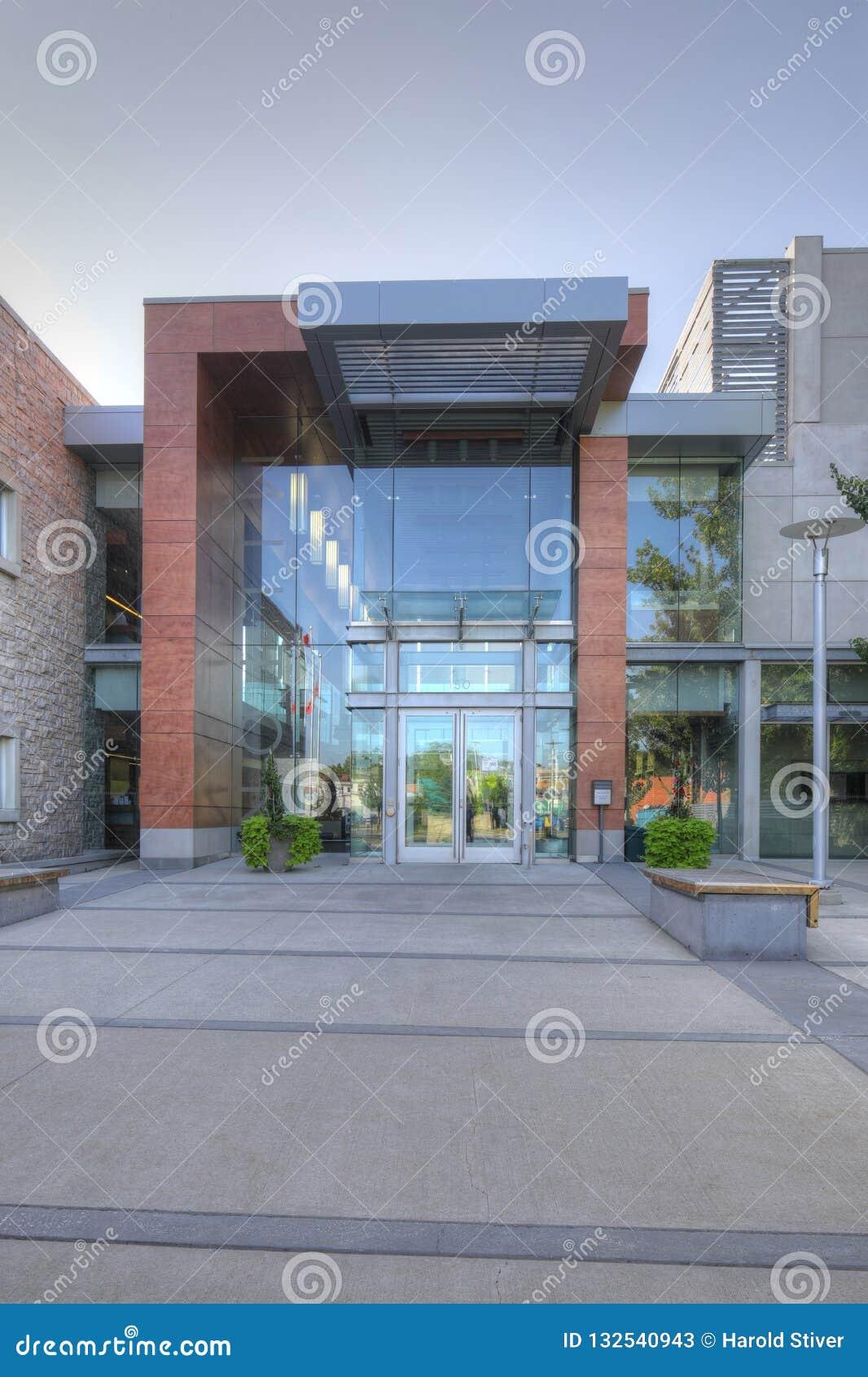 Vertical da câmara municipal em Milton, Canadá