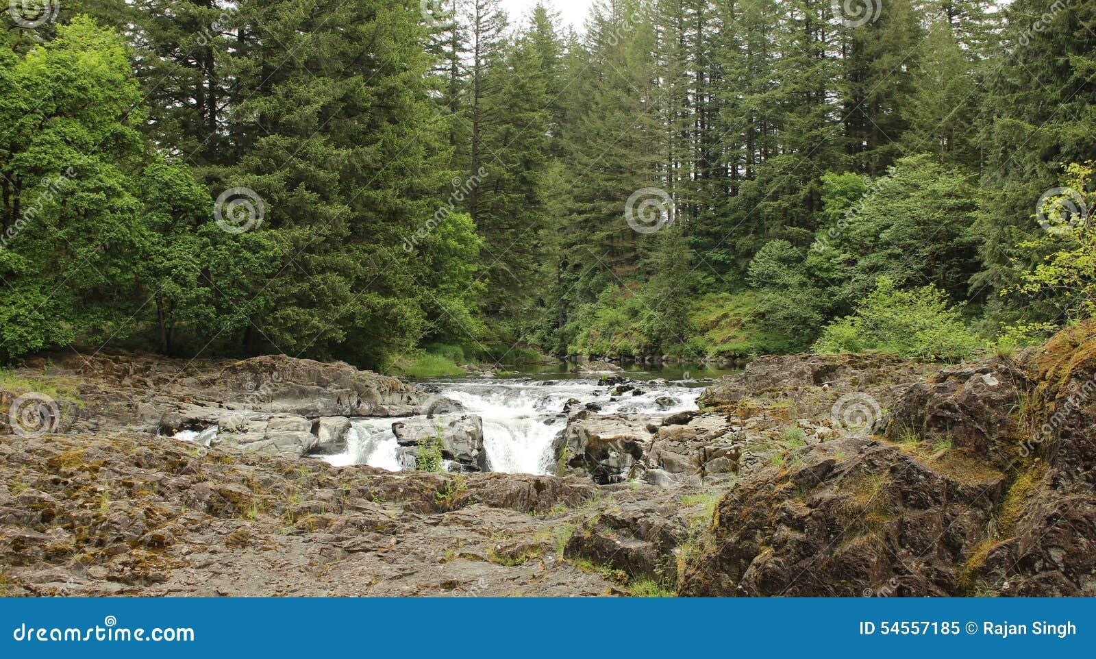 Vertical för flod för panorama för berg för 3 hdrbilder