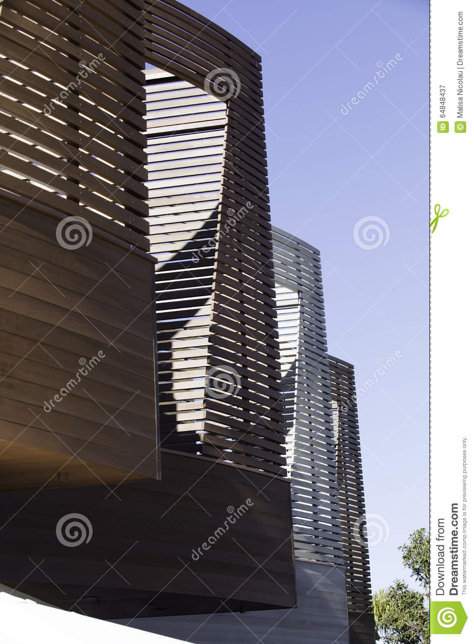 Vertical and horizontal line details in architecture on a buildi