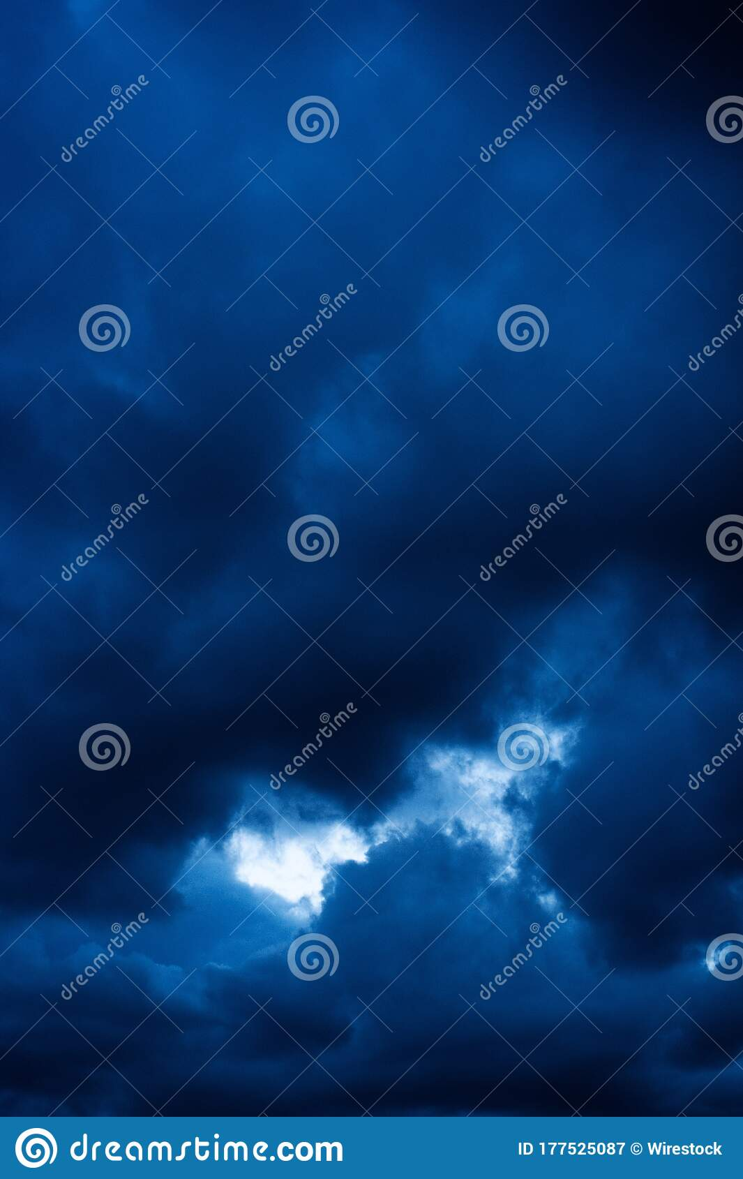 Vertical Picture Of Dark Clouds In The Evening Cool For Backgrounds And Wallpapers Stock Image Image Of Dusk Landscape 177525087