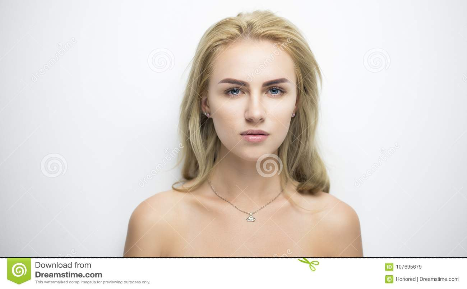 Verticale assez blonde