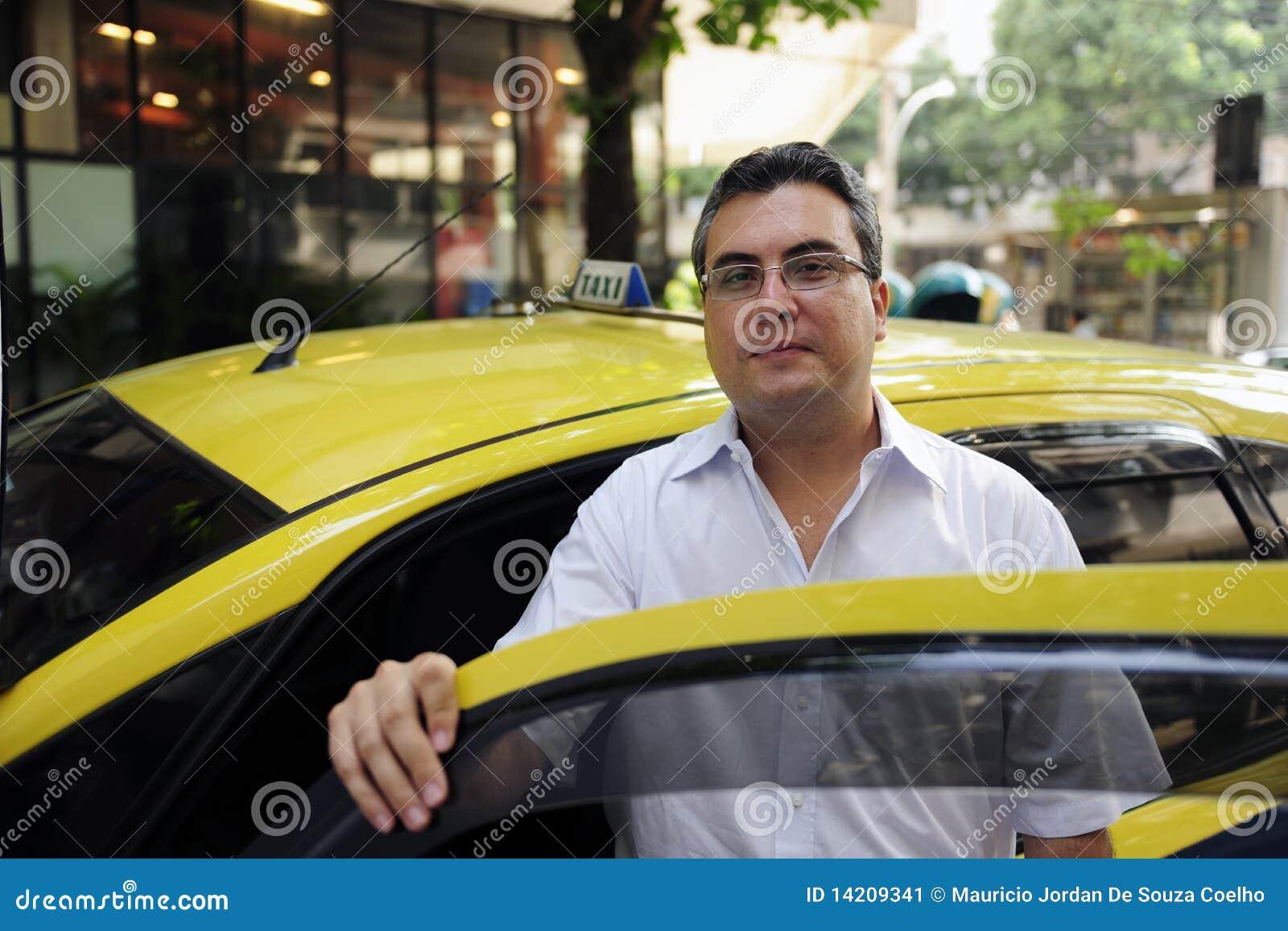 verticale d 39 un chauffeur de taxi avec le taxi image stock image du m r neuf 14209341. Black Bedroom Furniture Sets. Home Design Ideas