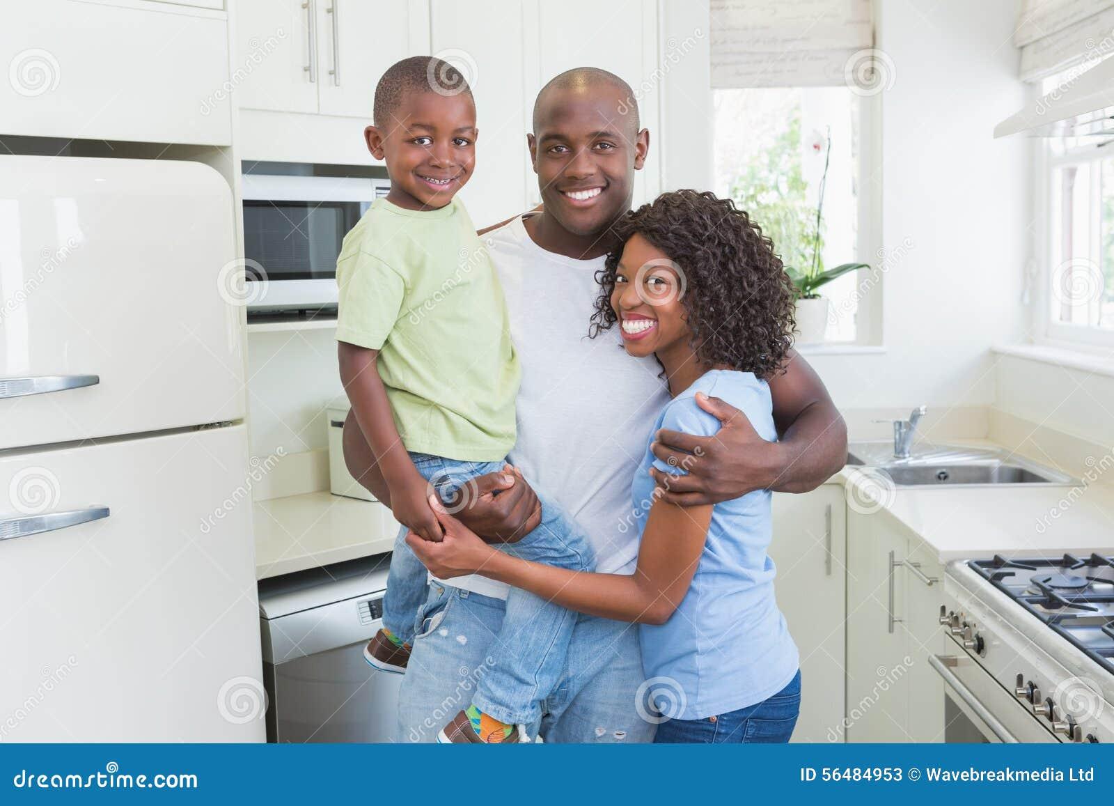 Verticale d une famille de sourire heureuse