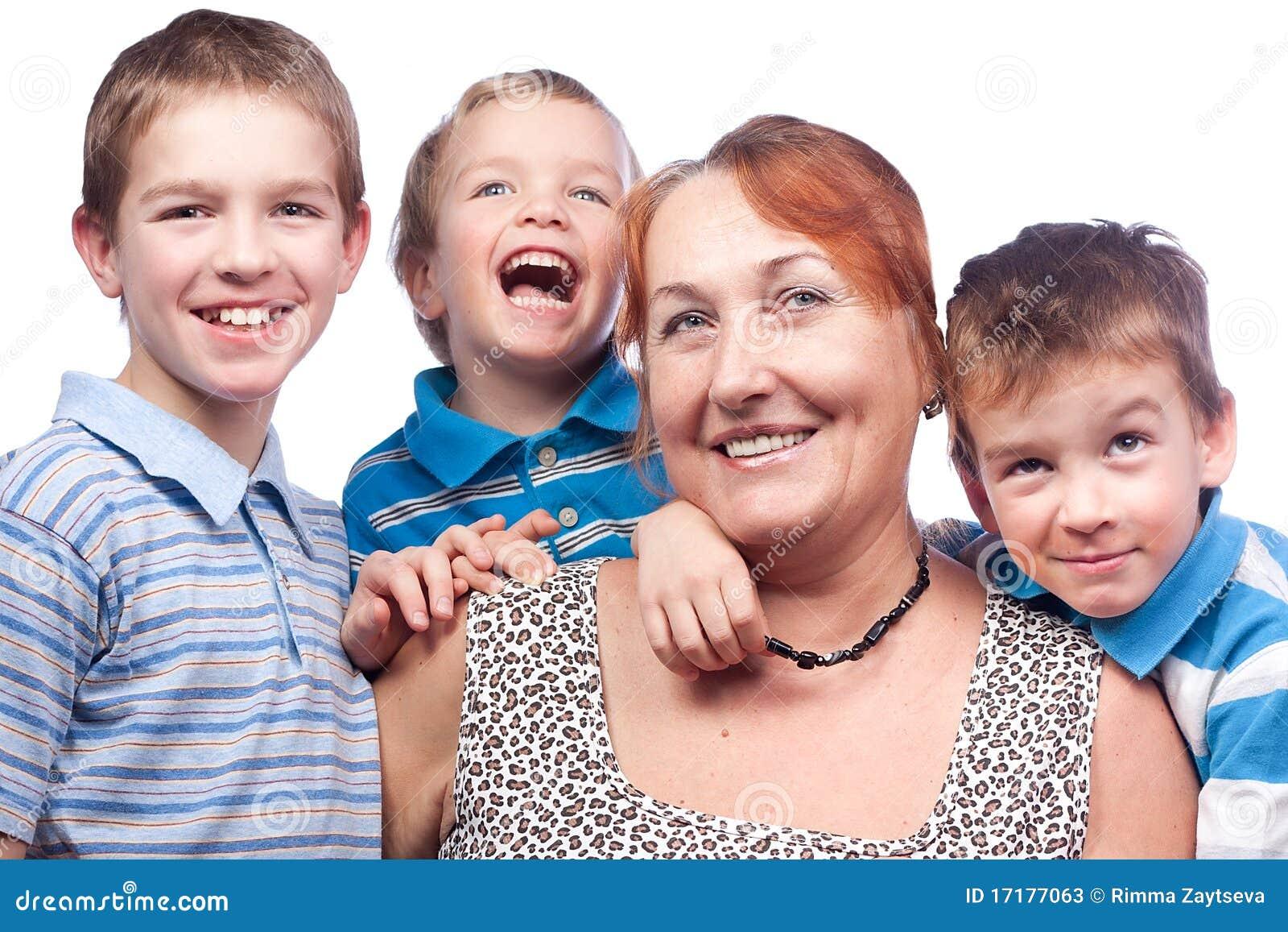 25f0bece1244e Verticale D une Grand-mère Et De Quatre Enfants Image stock - Image ...