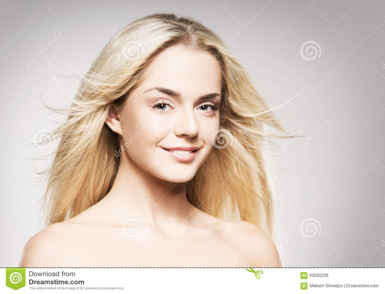 Download Verticale D'une Jeune Femme Blonde Photo stock - Image du coiffure, normal: 63092208