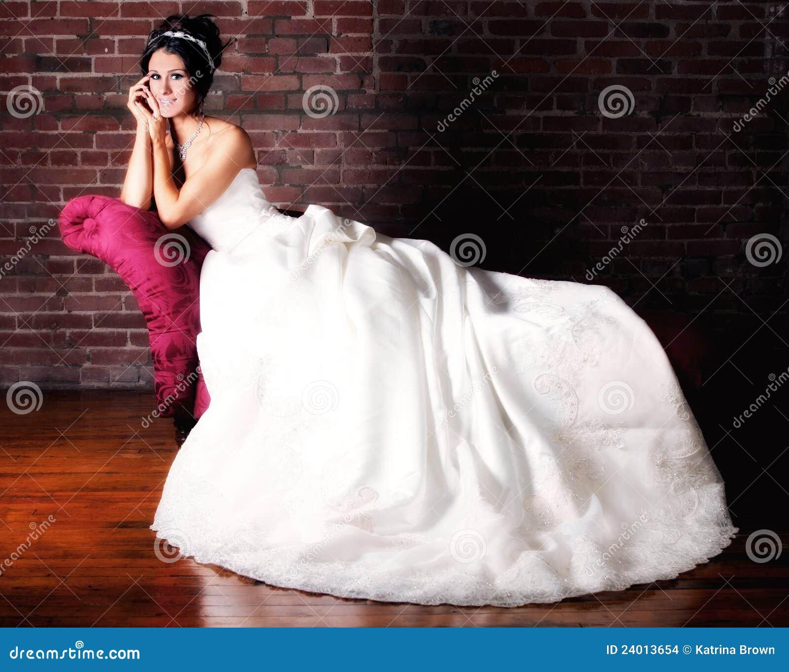Verticale d une jeune mariée se mariant