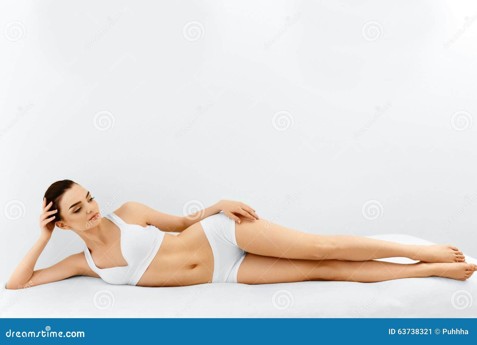 Verticale de femme de beauté Visage de station thermale, peau propre Concept de soin de fuselage