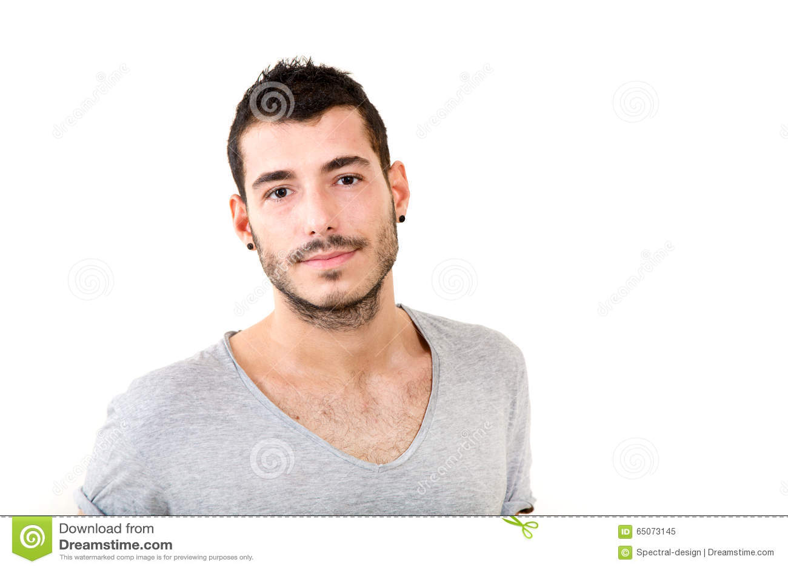 Verticale de jeune homme