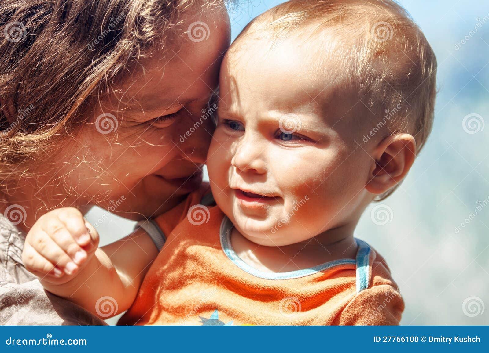 Verticale de mère avec le fils