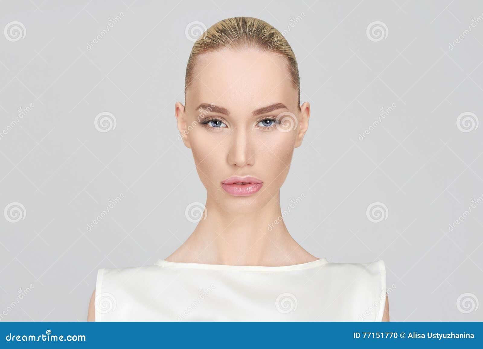 Verticale de mode de beau femme