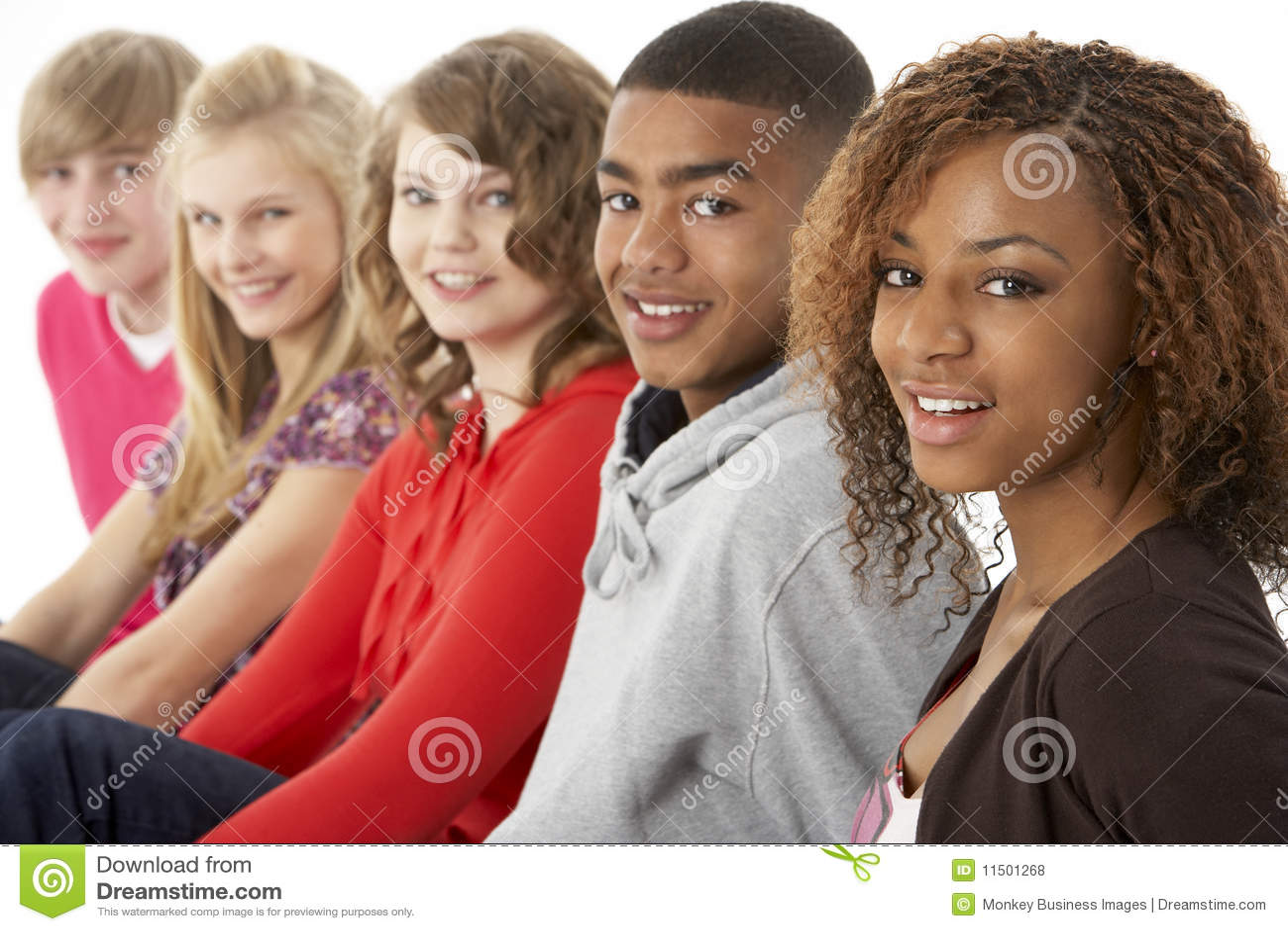 Verticale de studio de cinq amis d adolescent restant I