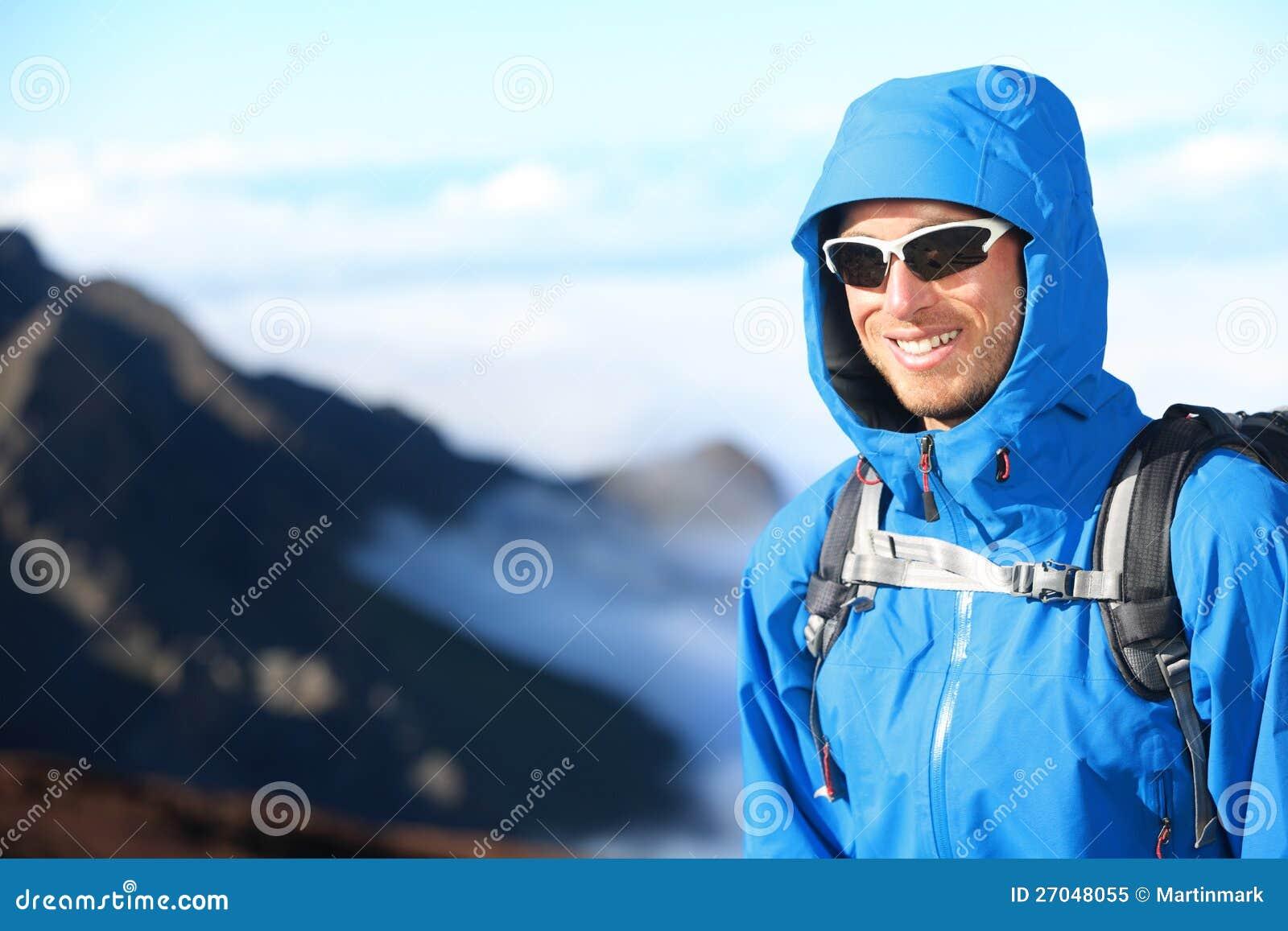 Verticale de trekking d homme de randonneur